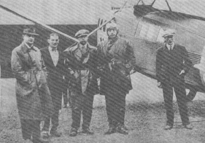 Primer vuelo de Aeroposta a la Patagonia. El piloto es Saint-Exupéry.